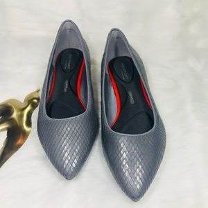 Rockport total motion gray flat.     Size 6